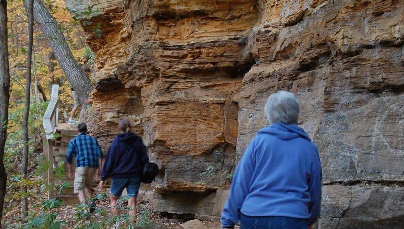 Interstate park sandstone bluffs trail